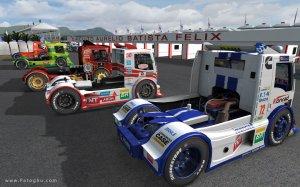 دانلود بازی شبیه ساز رانندگی با کامیون Formula Truck Simulator 2013 برای کامپیوتر